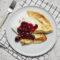 Naleśniki z serem i konfiturą wiśniową