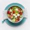 Surówka z pomidorów i ogórka z kulkami mozzarelli