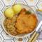 Kotlet schabowy, ziemniaki puree, kapusta zasmażana