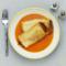Naleśnik faszerowany wieprzowiną z warzywami w sosie z pieczonej papryki