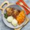 Udziki kurczaka pieczone w ziołach, ziemniaki puree, surówka z marchewki i jabłka