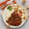 Wieprzowina smażona z warzywami na ostro, ryż, surówka z pomidorów i ogórka z kulkami mozzarelli